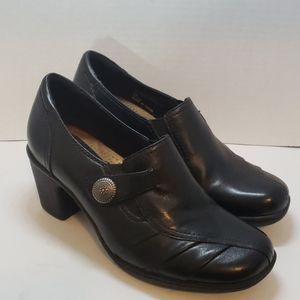 Earth Origins black leather shoes